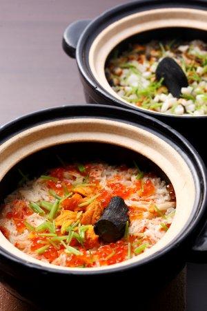 Higashiosaka, Japan: 季節の土鍋ごはんは¥5000円以上のコースについております。