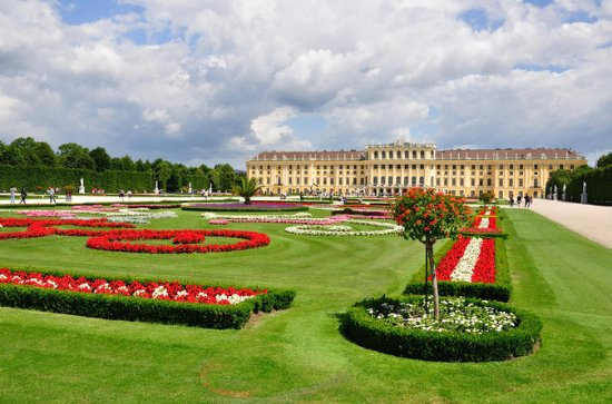 Imperial Vienna Combo: Vienna Card, Mozart Concert, Sightseeing Tour...