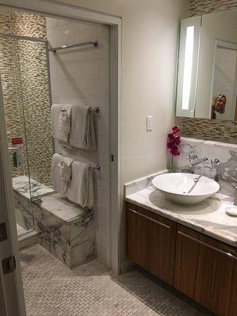 Santa Maria Suites Hotel: Master Bath
