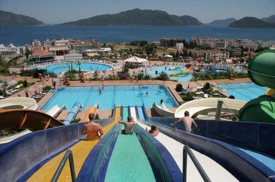 AquaDream Waterpark Tagesausflug von...