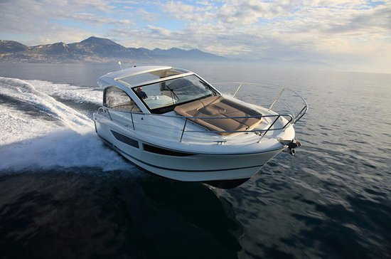 Rent a small yacht for up to 6 people in Saint-Tropez - License...