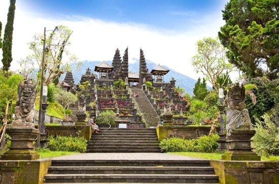 Visita al templo de Besakih