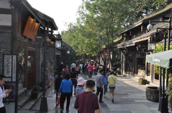 Passeio a pé em Chengdu, incluindo...