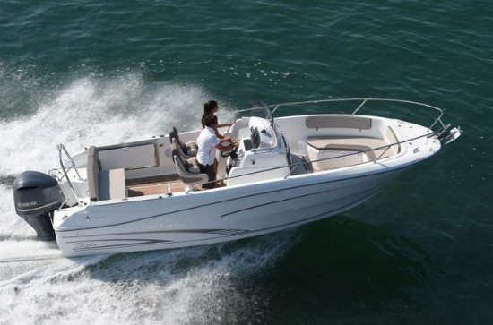 Rent a open-hull boat for up to 8 people in La Rochelle - License...