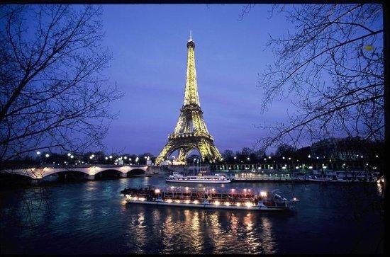 Entrada Evite las colas a la Torre Eiffel y crucero nocturno de...