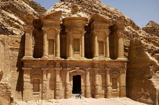 Private Full-Day Wadi Rum and Petra...