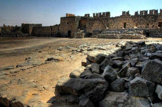 私物ツアー:アンマンからの終日イスラム砂漠の城とアジュン城の旅