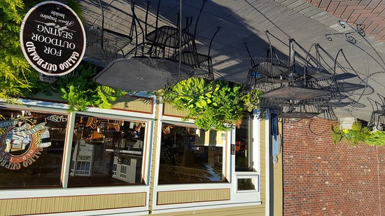 Calico Cupboard Cafe & Bakery: Outdoor dining area