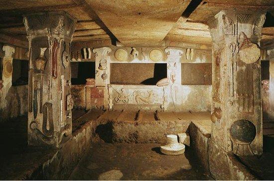 ローマからのセルフガイド付き終日旅行:古代エトルリアのトゥーピアのネクロポリス