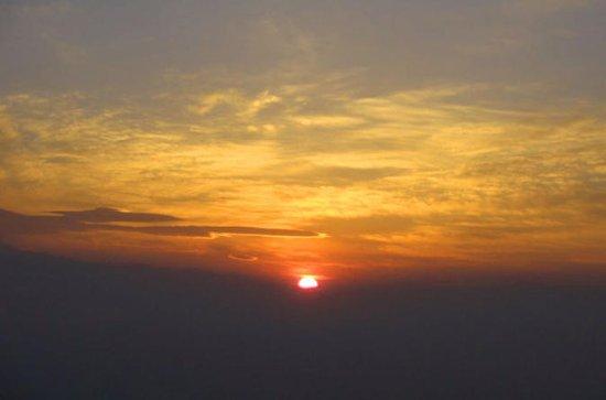 カトマンドゥ出発、ナガーコットでの日の出ツアー