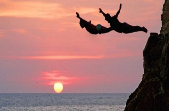 Cliff Diver Show and Dinner in...