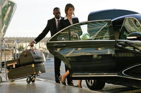 Low Cost Private Transfer From Glasgow International Airport to...