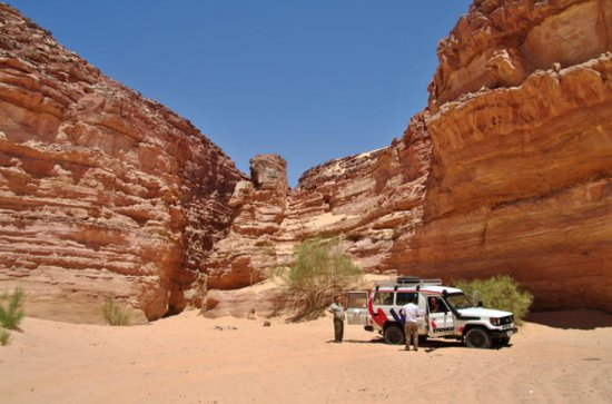 Private 4WD Jeep Safari and Hiking in...