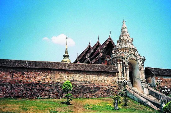 Private Day-Trip to Lamphun and Lampang Province from Chiang Mai
