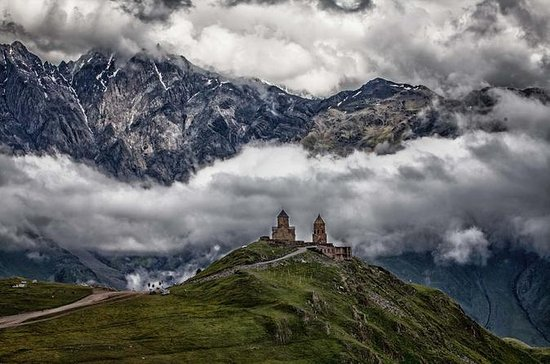 Full Day Private Tour i Kazbegi...