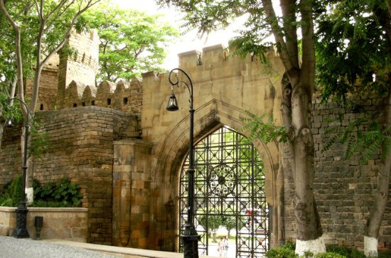 Historia Walking Tour of Old Baku