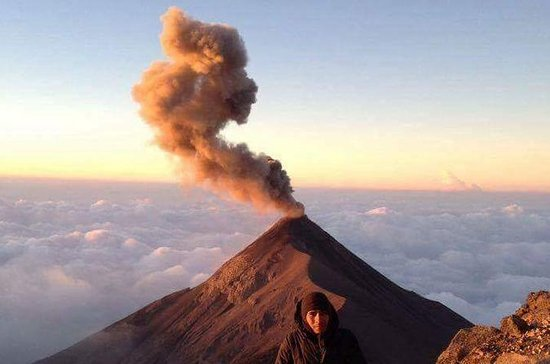 Caminata al volcán Acatenango desde...