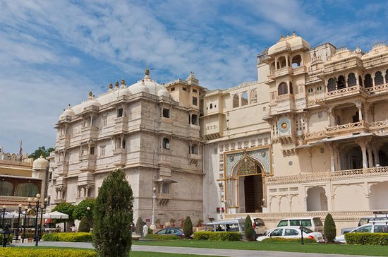 Walking Tour of Old Udaipur City Including Visit to City Palace