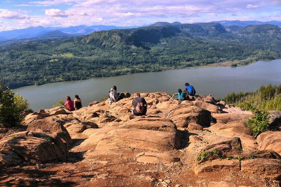 Angels Rest Trail: At the summit