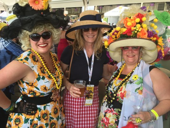 """Pimlico Race Course: making friends with """"hon's"""" at Blackeyed Susan Day"""