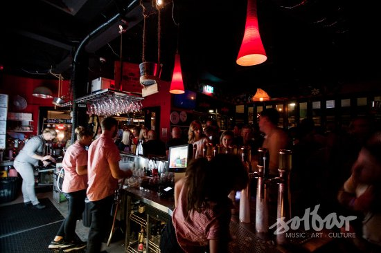 Maroochydore, Australia: Beer on tap, cocktails, friendly staff and pub-style food