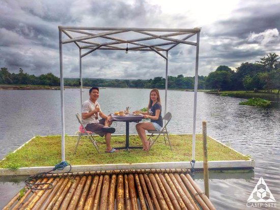 Cavinti, Philippines: Breakfast Bonding at the Floating Garden Dock!