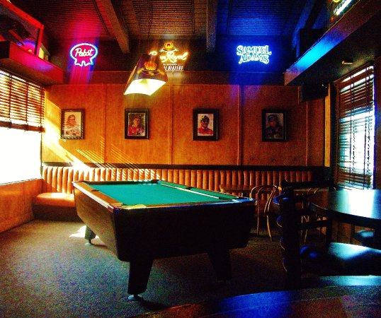 Tomu0027s Pizza U0026 Sports Bar: The Pool Table Over In The Nortyhwest Side Of The