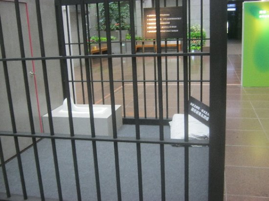 Discovery Center of Taipei: Exhibition about drugs---prison cell