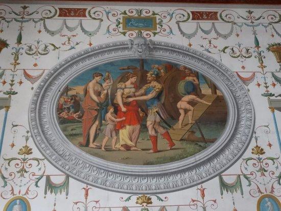 Ancy-le-Franc, Франция: de nombreux dessin integre au mur