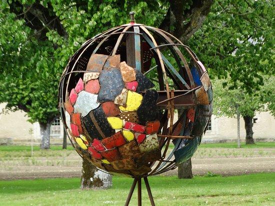 Ancy-le-Franc, Франция: des expos d art