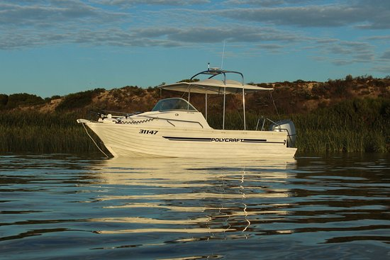 Goolwa, Australia: 'Zen Thing' is our 6m boat certified to carry up to 4 passengers per cruise.