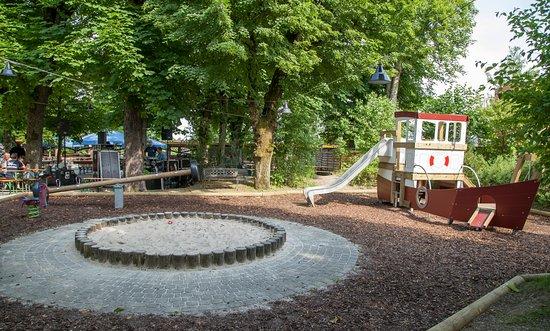 Planegg, Alemania: Großer Spielplatz für unsere kleinen Gäste