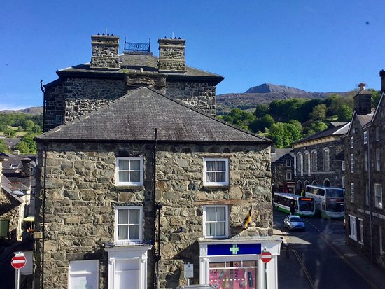 Dolgellau, UK: View from the window with Cader Idris in the distance