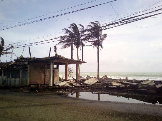 Cabarete Surfcamp: burned down beach house after the fridge was on fire