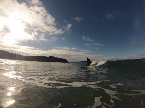 Cowes, Australia: Riding clean waves.
