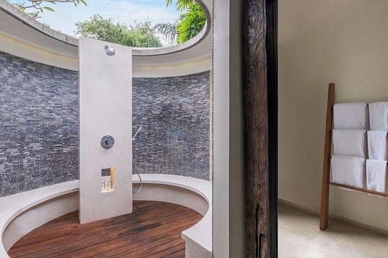 The Purist Villas and Spa: Bathroom in River Villa 2