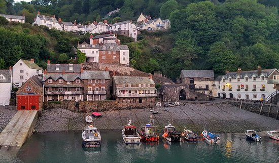 Red Lion Hotel : Clovelly from the harbour wall