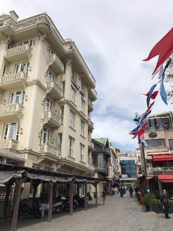 Radisson Blu Bosphorus Hotel, Istanbul: Пешеходная зона возле отеля