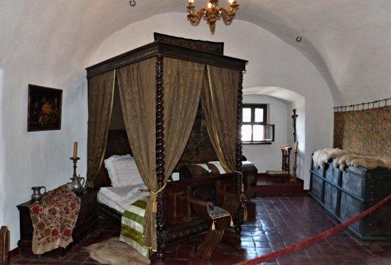 Niedzica, Poland: Hradní ložnice.