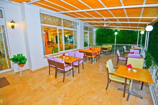 Sammy's Hotel Photo