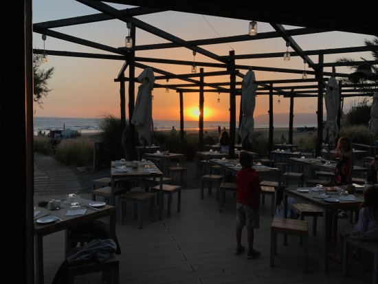 "Paradis Plage Surf Yoga & Spa Resort: resto ""on the beach"""