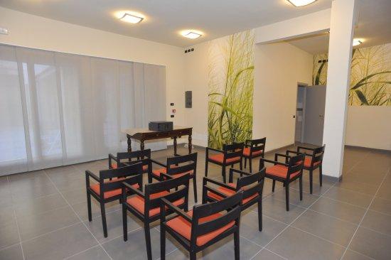 Parini Hotel: Sala Riunioni; disposizione platea o ferro di cavallo; ideale per eventi medio-piccoli