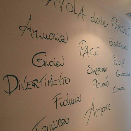Trezzano sul Naviglio, Italië: TAVOLA delle PAROLE