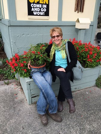 Warkworth, New Zealand: Outisde Of Hand & Heart