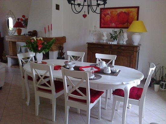 Savigne sur Lathan, Frankrike: petit déjeuner