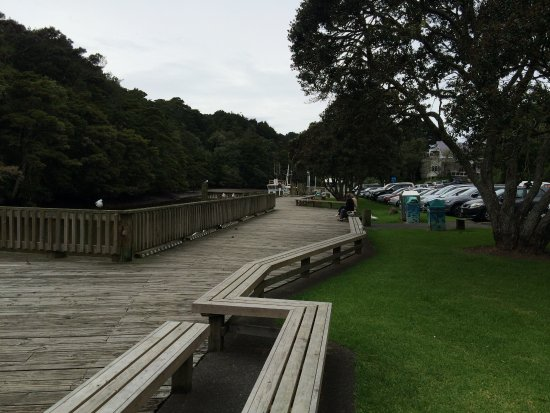 Warkworth, Nueva Zelanda: Walk next to river near Riverview CAfe