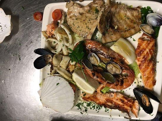 Pregnana Milanese, Italien: grigliata mista di pesce