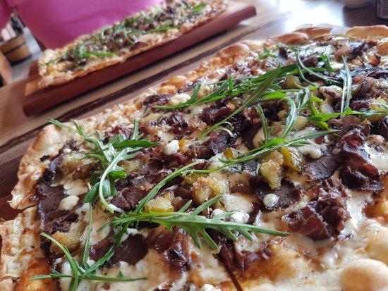 Oudtshoorn, Güney Afrika: Biltong, Fig, Blue Cheese and Rocket pizza