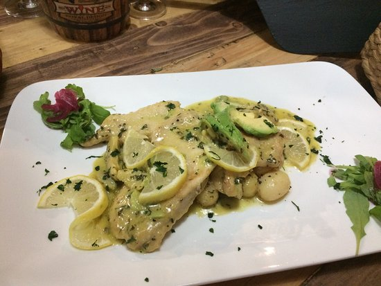 Holloways Beach, Avustralya: New special Chicken scaloppine with lemon and avocado