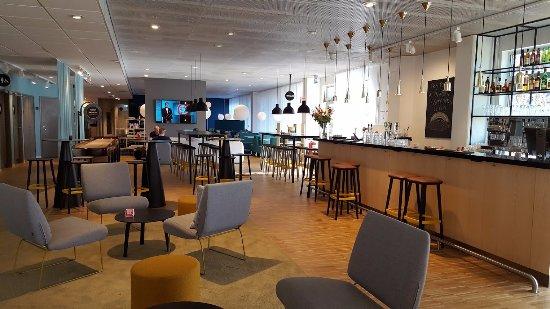 Kista, Suecia: Lobby part of bar